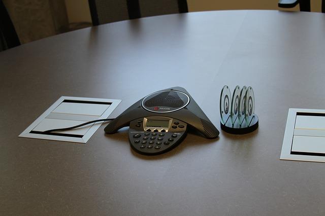 Das Konferenztelefon spart Kosten im Unternehmen - Featured Image